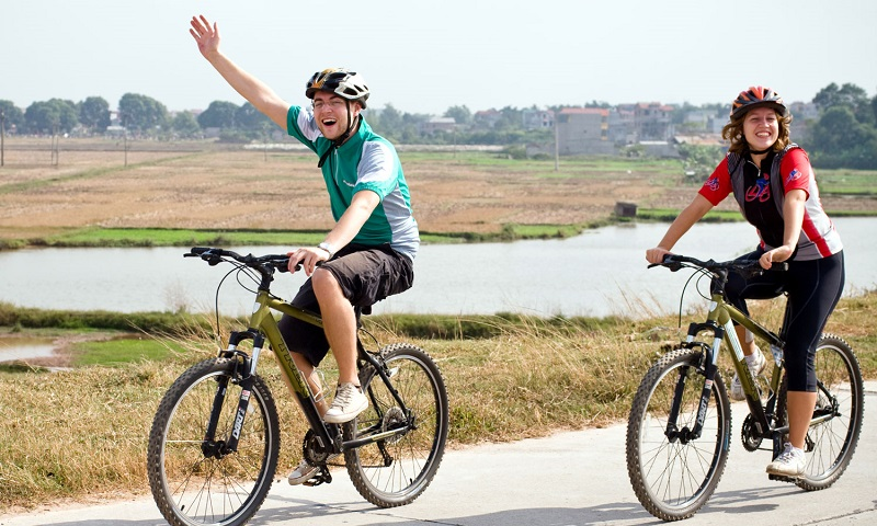 CYCLING AND EXPLORING TRADITIONAL VILLAGES AROUND HANOI