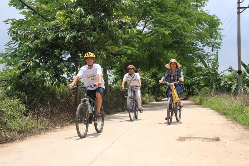 CYCLING TO HANOI VILLAGES